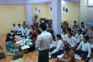 ミャンマー(2014年)/各政党の政策担当者へ国際人権法の授業を行う