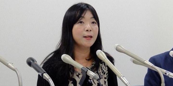 事務局長の伊藤和子弁護士(2015年9月撮影)(弁護士ドットコム) AV出演強要は「女性に対する暴力」と国が認めたことを評価ーー伊藤弁護士ら関係者 若い女性たちが本人の意思に反して、アダルトビデオ(AV)に出演させられている問題について、政府は6月2日、民間団体からヒアリングして、実態の把握につとめるという答弁書を閣議決定した。被害を訴えてきたNPOからは